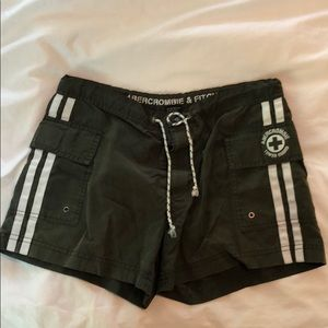Ladies Abercrombie & Fitch green cargo shorts